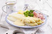 white asparagus with ham