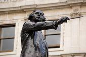 Sir Joshua Reynolds statue