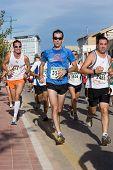 VALENCIA, España - 15 de noviembre: Corredores compiten en 10K IX Vuelta a Valencia de Pie en noviembre,