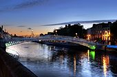 The ha'penny bridge in Dublin, Ireland, at night.