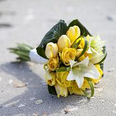 foto of sand lilies  - arrangement of yellow roses and lilies on the beach - JPG