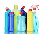 frascos de detergentes isolados no branco