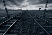 vías del tren y el horizonte