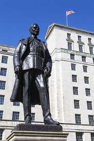 image of hughes  - A statue of Hugh Trenchard  - JPG