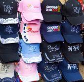 Hüte für Verkauf im World Trade Center