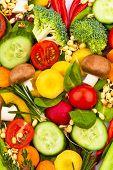een hart gemaakt van groenten. foto-pictogram op het dieet, verlies van het gewicht en gezond dieet.