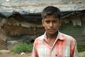 junger Mann in migrantischen Gemeinschaft