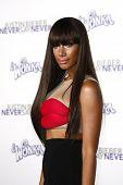 LOS ANGELES - 8 de FEB: Leona Lewis llegando a la Premier de Los Ángeles de ' Justin Bieber: Never Say
