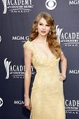 LAS VEGAS - 03 de abr: Taylor Swift chega para 46 Academia do Country Music Awards, no MGM Gr