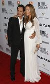 LOS ANGELES - 31 de JUL: Jennifer López y su esposo Marc Anthony en el estreno de 'El Cantante' llevó a cabo