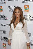 LOS ANGELES - 31 de JUL: Jennifer Lopez en el estreno de 'El Cantante' celebrada en gremio del Director