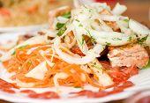 Kebab de weal apetitosos pinchos con verdes