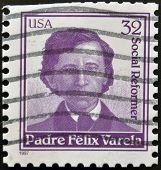 Estados Unidos - alrededor de 1997: Un sello impreso en Estados Unidos muestra Padre Feliz Varela circa 1997