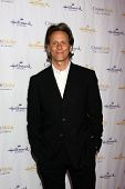 LOS ANGELES - JAN 4:  Steven Weber arrives at the Hallmark Channel 2013 Winter TCA Party. at Huntington Library & Gardens on January 4, 2013 in San Marino, CA