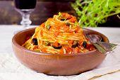 Spaghetti alla puttanesca (selective focus)