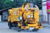 Sewage clean truck