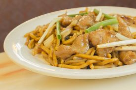 image of lo mein  - Authentic Chinese chicken lo mein noodles at a restaurant - JPG