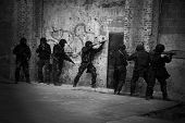 Policía antiterrorista de subdivisión.