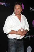 LOS ANGELES - 6 de JUL: Steven Bauer chegando no Dreamworld Benefit Concert para cair pios um