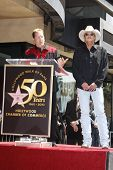 LOS ANGELES - APR 16: Shawn Parr and Alan Jackson at a ceremony where Alan Jackson receives the 2405
