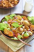Potato salad with chanterelles, tomatoes and onions