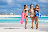 pic of lifeline  - Three young beautiful girls  - JPG