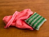 Microfiber Cleaning Cloth And Metallic Colored Kitchen Sponge