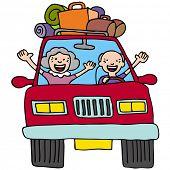 Uma imagem de um casal sênior em um carro com bagagem e caixas.
