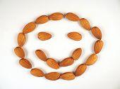 Lächeln Sie Gesicht aus Mandeln gemacht