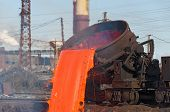 image of convection  - The molten steel is poured into the slag dump - JPG