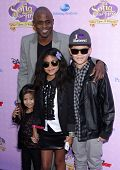 LOS ANGELES - NOV 09:  Wayne Brady & Family arrives to the