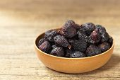 Black dried figs