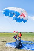 Parachutist woman missed by landing point