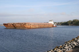 picture of coal barge  - coal barges being transported for refilling - JPG