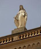 Alamo Statue