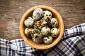 the top view of quail eggs in bowl