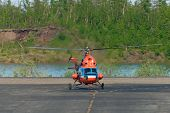 Helicopter makes taxiing