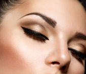 Oog make-up. Mooie ogen Retro stijl Make-up. Vakantie make-up detail. Eyeliner