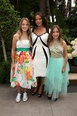 LOS ANGELES - MAY 7:  Destiny Gebbia, Carlton Gebbia, Mysteri Gebbia at the Associates for Breast an