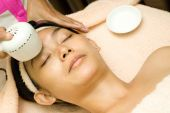 Technology Facial Treatment With Collagen Serum