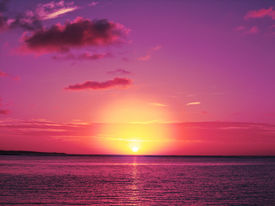 picture of paysage  - Sun goes down in the sea against the background of the bright pink - JPG