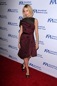 LOS ANGELES - OCT 23:  Sienna Miller at the International Medical Corps 2014 Annual Awards Celebration at Beverly Wilshire Hotel on October 23, 2014 in Beverly Hills, CA