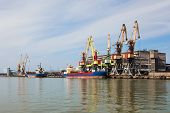 Handling Of The Vessel In Port