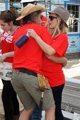 LOS ANGELES - OCT 25:  William H Macy, Kristen Bell at the Habitat for Humanity build by Showtime's