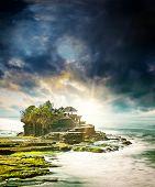 image of tanah  - the Tanah Lot temple - JPG