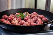 foto of balls  - Raw meat balls in the pan - JPG
