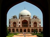 front view of the humayun tomb framed by the fort wall entrance