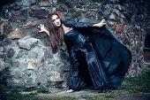 Retrato de uma jovem bruxa. Dia das bruxas, horror.