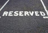 reservierter Parkplatz Schild