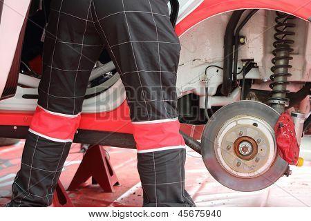 Automobile mechanic do diagnostics of